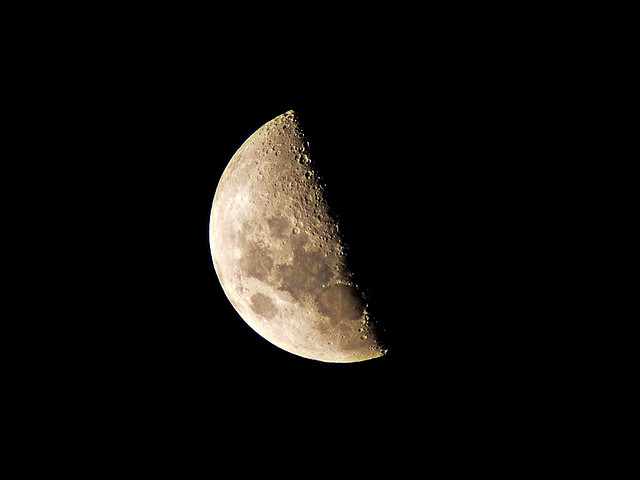 Giant Moon by Tim Williams http://www.flickr.com/photos/timmythesuk/474350114/ shared under a CC BY-SA-NC-2.0 license